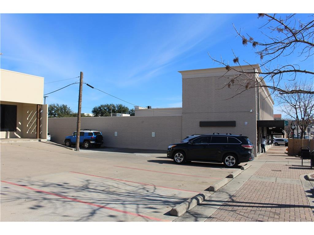 Property for Rent | 2700 W Berry Street Fort Worth, TX 76109 3