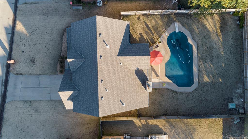 Home with a Pool in Broken Arrow | 19608 E 38th Street Broken Arrow, OK 74014 5