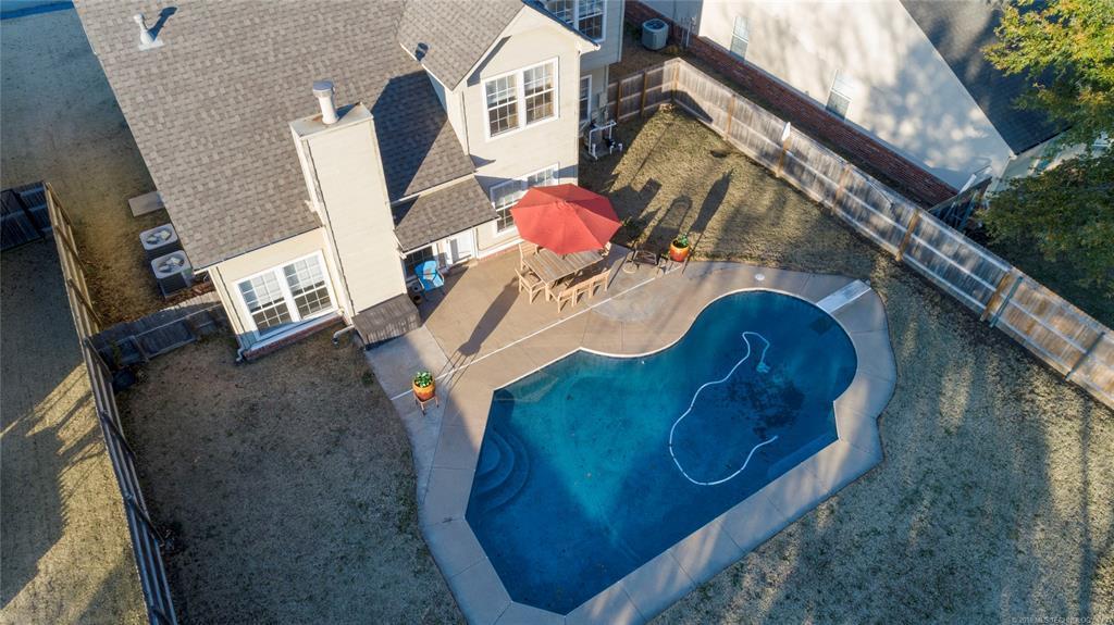 Home with a Pool in Broken Arrow | 19608 E 38th Street Broken Arrow, OK 74014 6