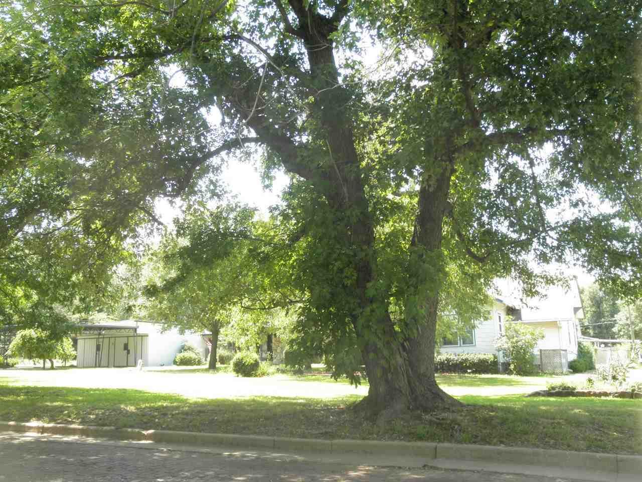 #century21groupone,#homesforsaleponcacity,#poncacityrealestate | 840 N Birch  Ponca City, OK 74601 2