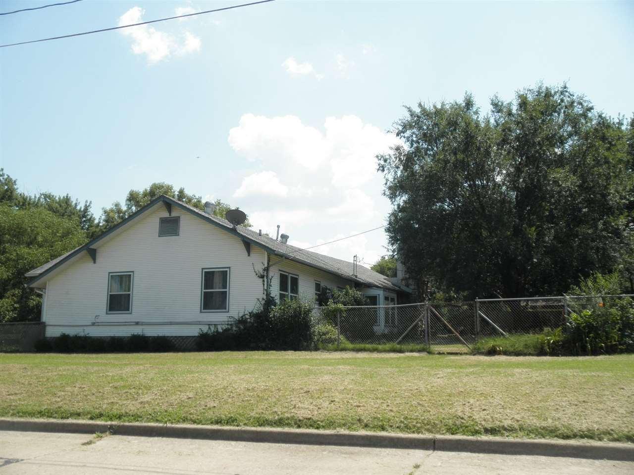 #century21groupone,#homesforsaleponcacity,#poncacityrealestate | 840 N Birch  Ponca City, OK 74601 5