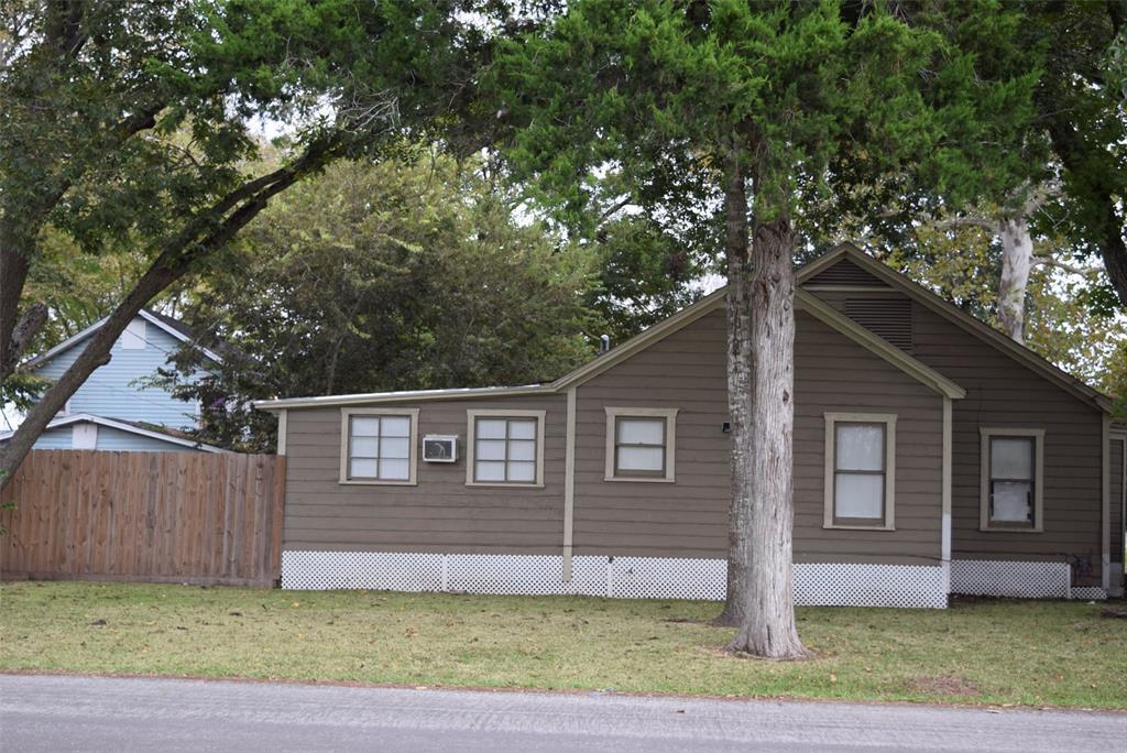 Active | 1501 4th Street Bay City, TX 77414 4