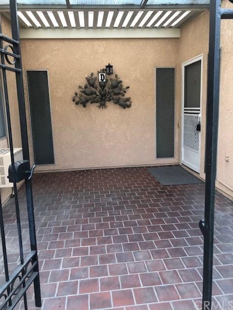 Closed | 2195 Via Mariposa  #D Laguna Woods, CA 92637 2