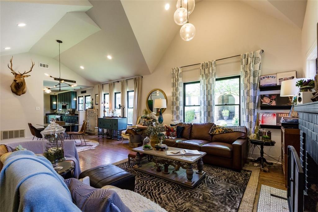 Sold Property | 834 Salmon Drive Dallas, Texas 75208 2