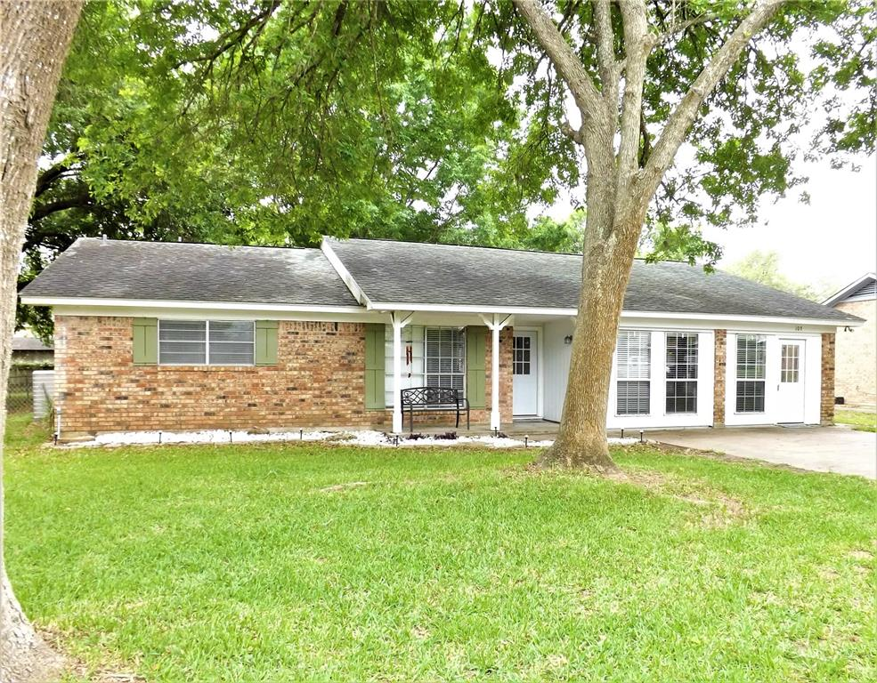 Great Home in Columbus on Cul-de-Sac!  Spacious, Huge Kitchen | 103 North Oak  Drive Columbus, TX 78934 2