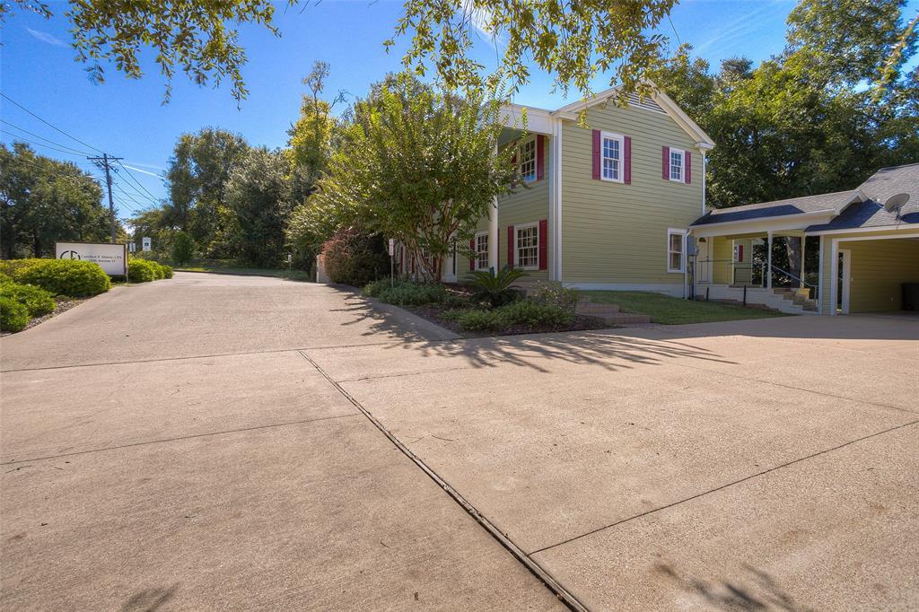 Active | 1106 Avenue O Huntsville, Texas 77340 48