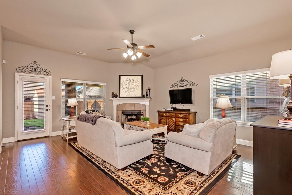 Sold Property | 403 Sunnyside Lane Red Oak, Texas 75154 1