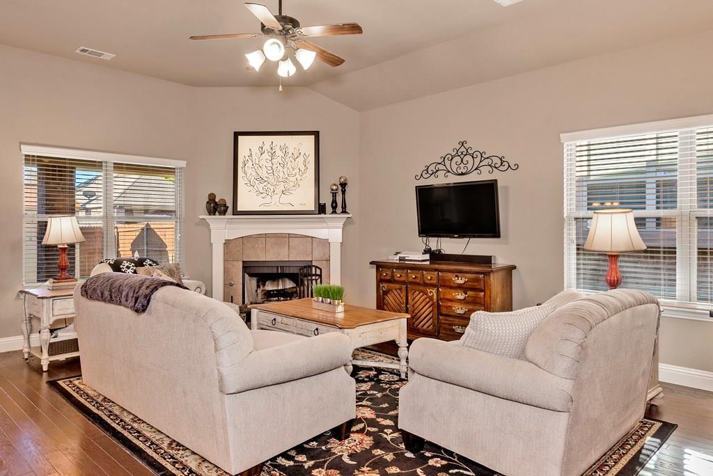 Sold Property | 403 Sunnyside Lane Red Oak, Texas 75154 2