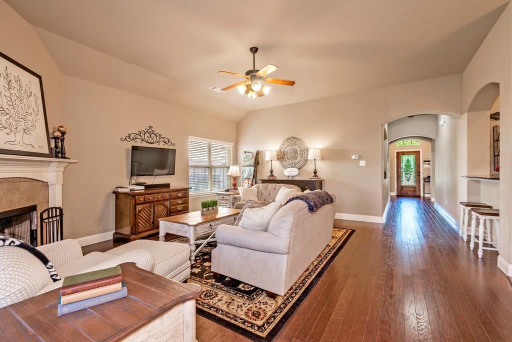 Sold Property | 403 Sunnyside Lane Red Oak, Texas 75154 3