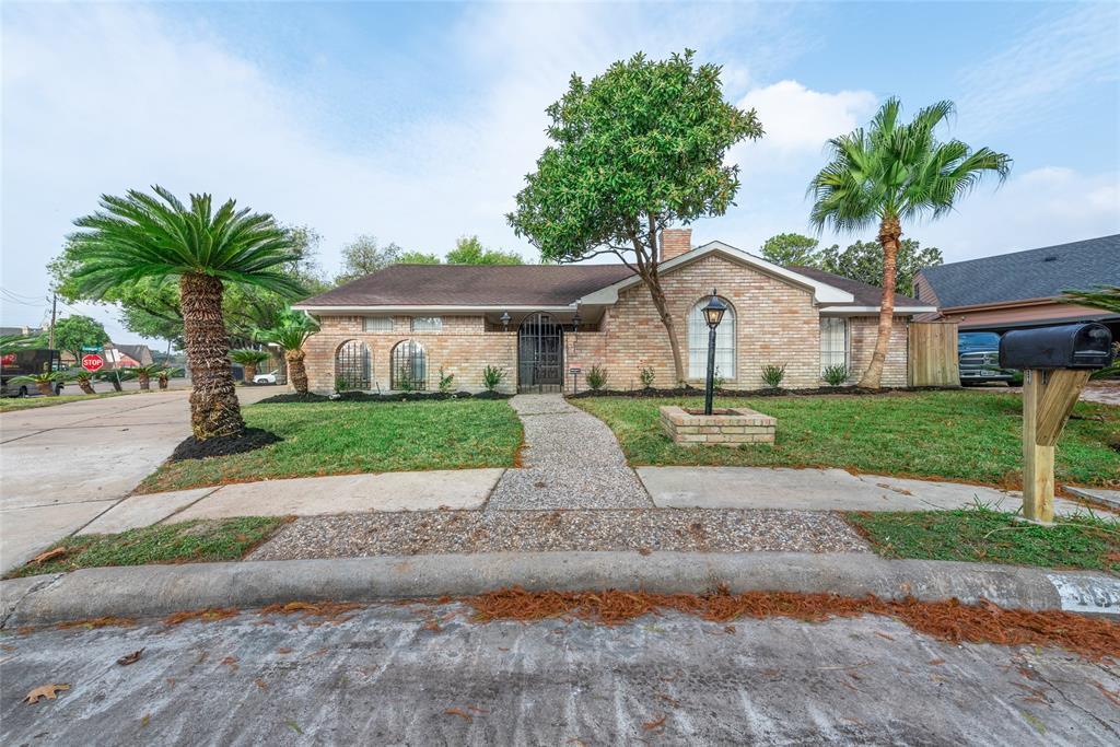 Option Pending | 10703 Braesridge Drive Houston, TX 77071 2