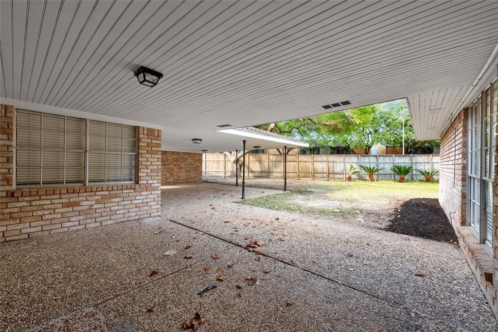 Option Pending | 10703 Braesridge Drive Houston, TX 77071 9
