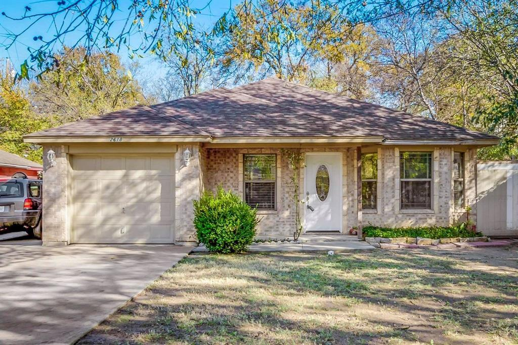 Pending | 2618 Market Avenue Fort Worth, TX 76164 1
