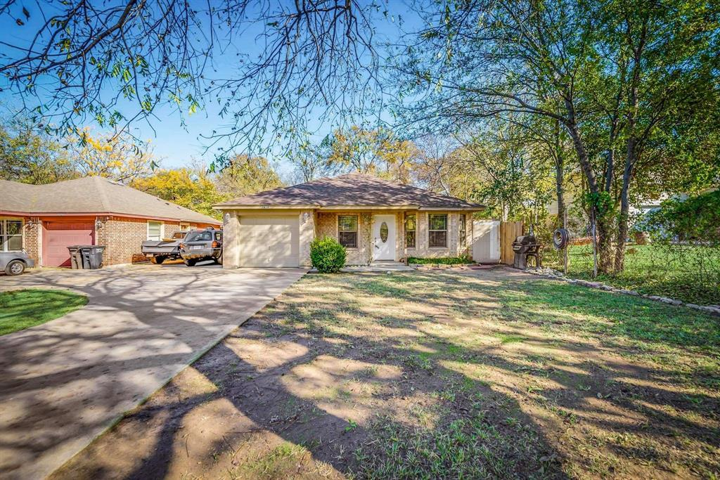 Pending | 2618 Market Avenue Fort Worth, TX 76164 2