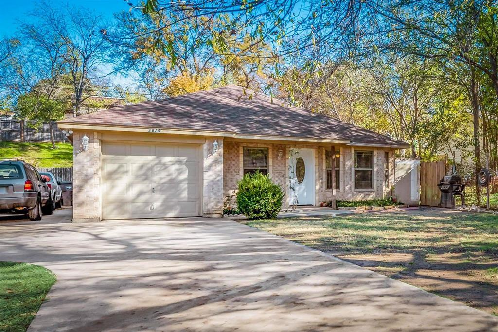 Pending | 2618 Market Avenue Fort Worth, TX 76164 33