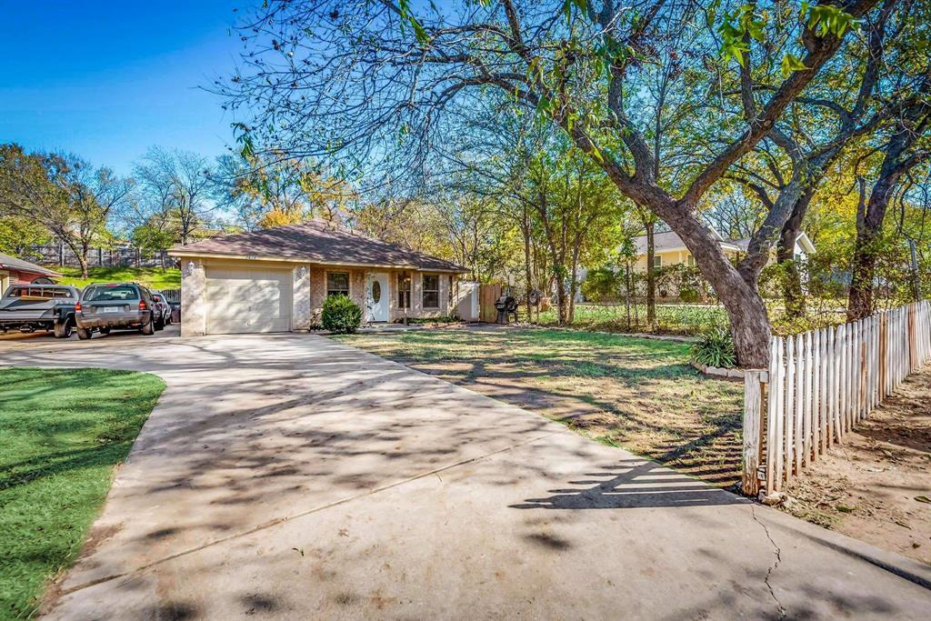 Pending | 2618 Market Avenue Fort Worth, TX 76164 35