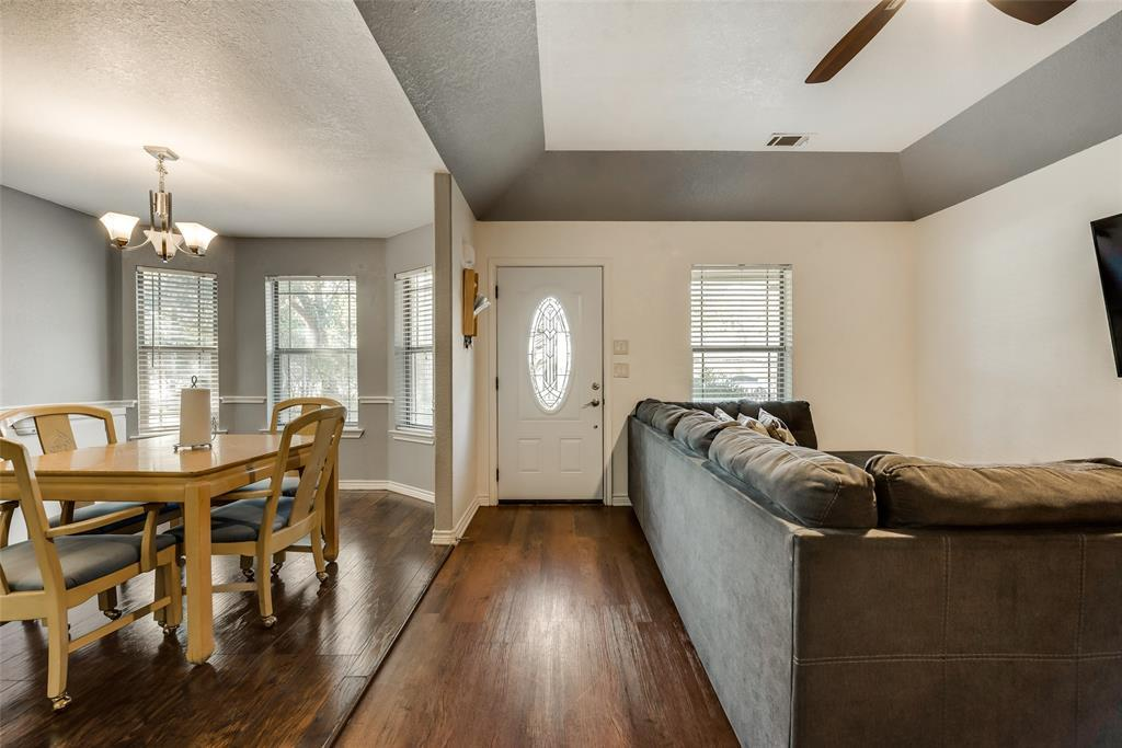 Pending | 2618 Market Avenue Fort Worth, TX 76164 3