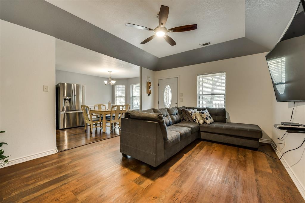 Pending | 2618 Market Avenue Fort Worth, TX 76164 16