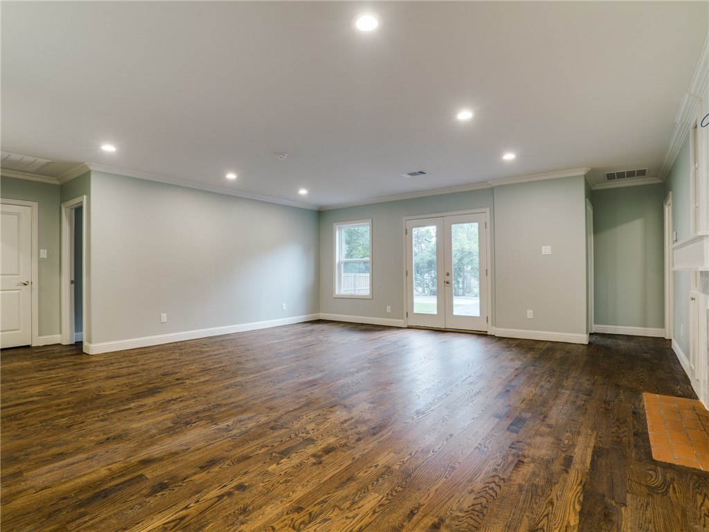 Sold Property | 8822 Forest Hills Boulevard Dallas, Texas 75218 5