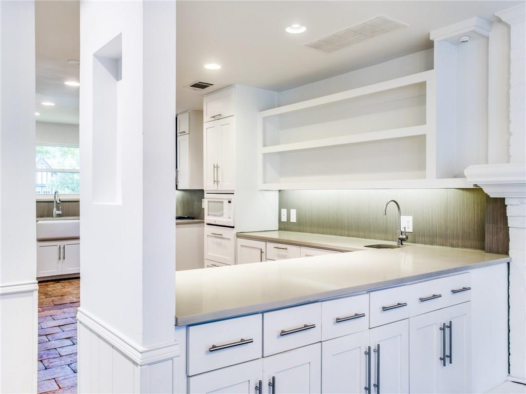 Property for Rent | 6915 Lakeshore Drive Dallas, TX 75214 13