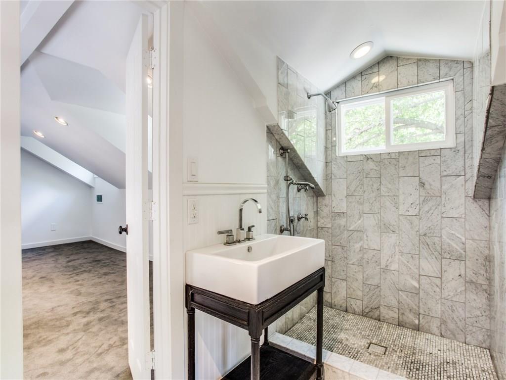 Property for Rent | 6915 Lakeshore Drive Dallas, TX 75214 32
