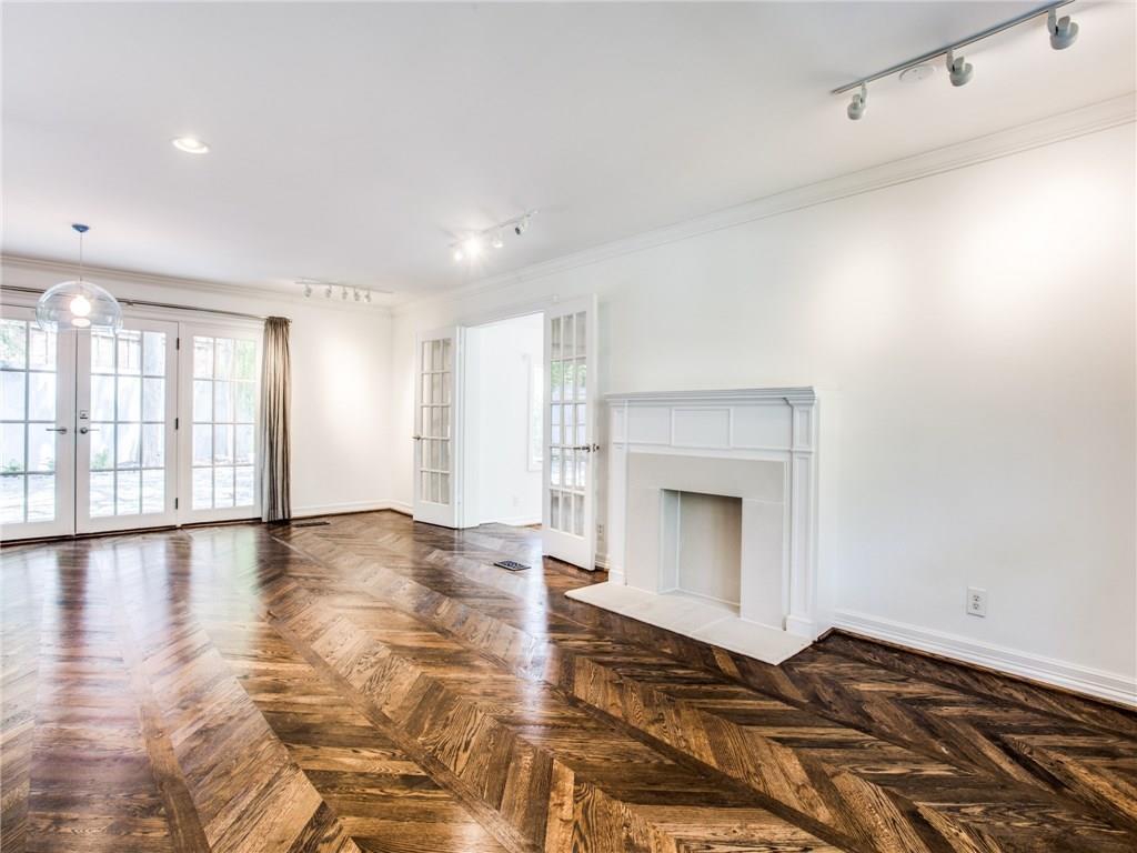 Property for Rent | 6915 Lakeshore Drive Dallas, TX 75214 5