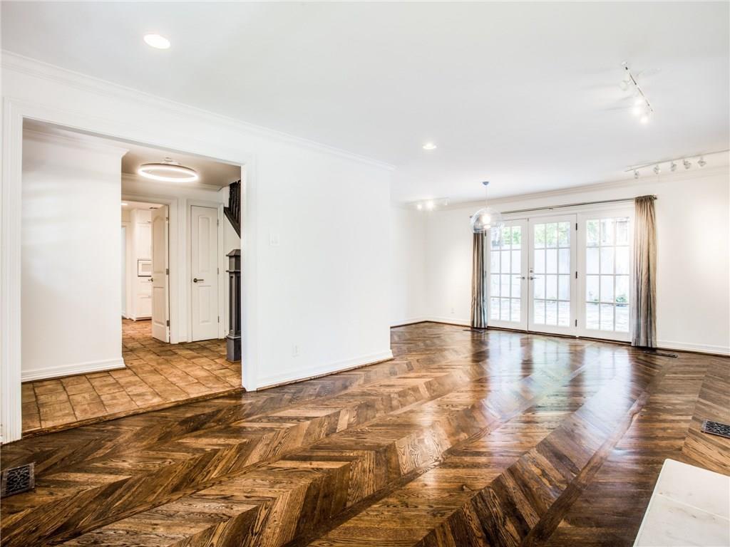 Property for Rent | 6915 Lakeshore Drive Dallas, TX 75214 6