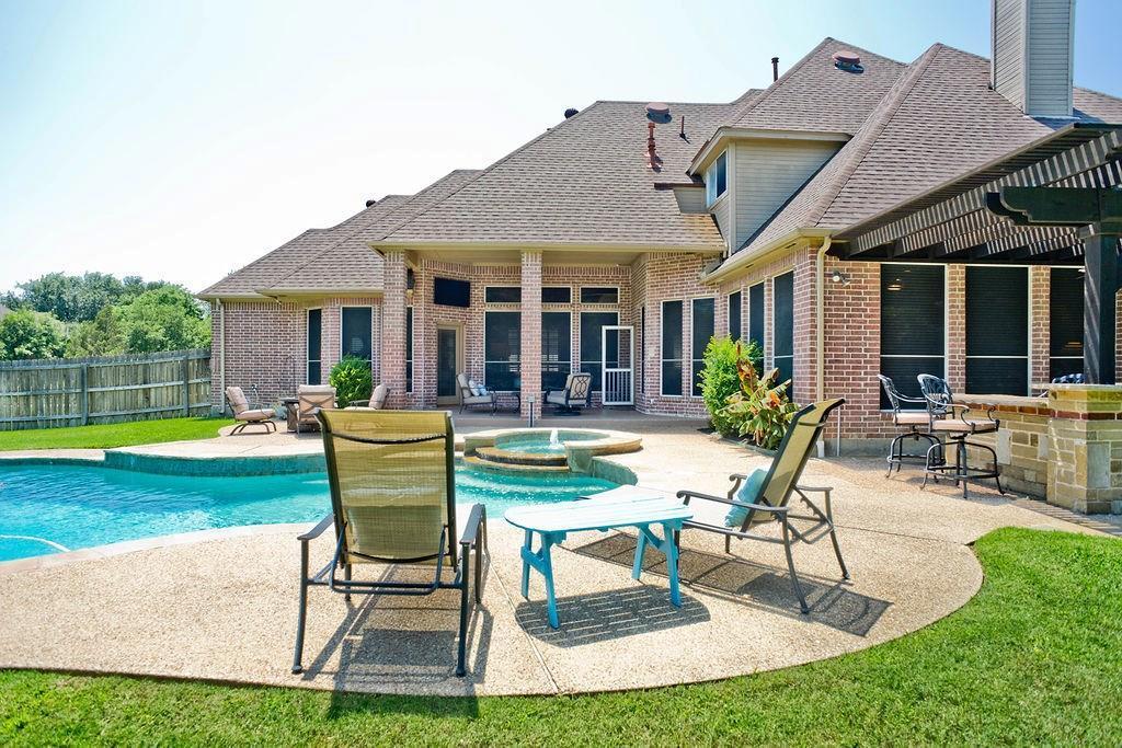 Active Option Contract   409 Southridge Lakes Parkway Southlake, TX 76092 11