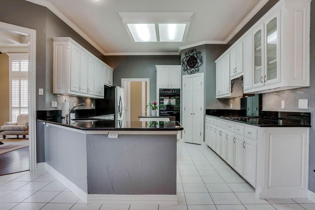 Active Option Contract   409 Southridge Lakes Parkway Southlake, TX 76092 24