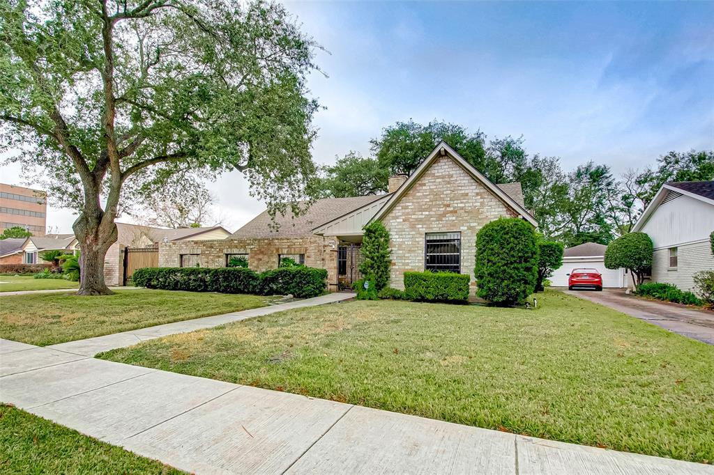 Active | 5826 Picasso Place Houston, TX 77096 4