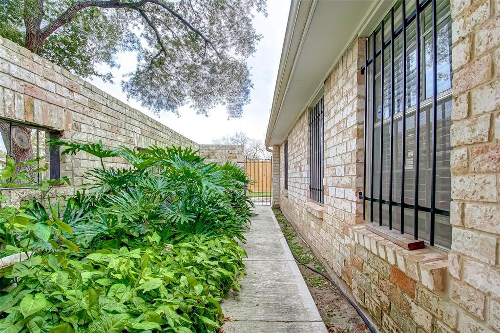 Active | 5826 Picasso Place Houston, TX 77096 6