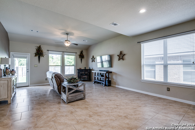 Property for Rent   212 CAMPFIRE WAY  Cibolo, TX 78108 3