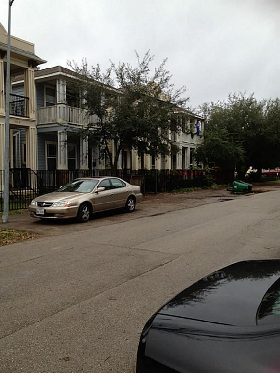 Active | 111 E 27th Street Houston, Texas 77008 7
