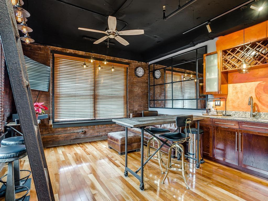 Sold Property | 910 Houston Street #201 Fort Worth, Texas 76102 2