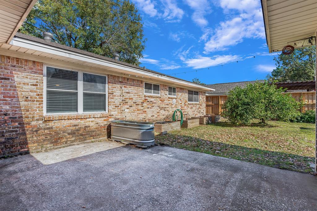 Off Market   10679 Ivyridge Road Houston, TX 77043 23