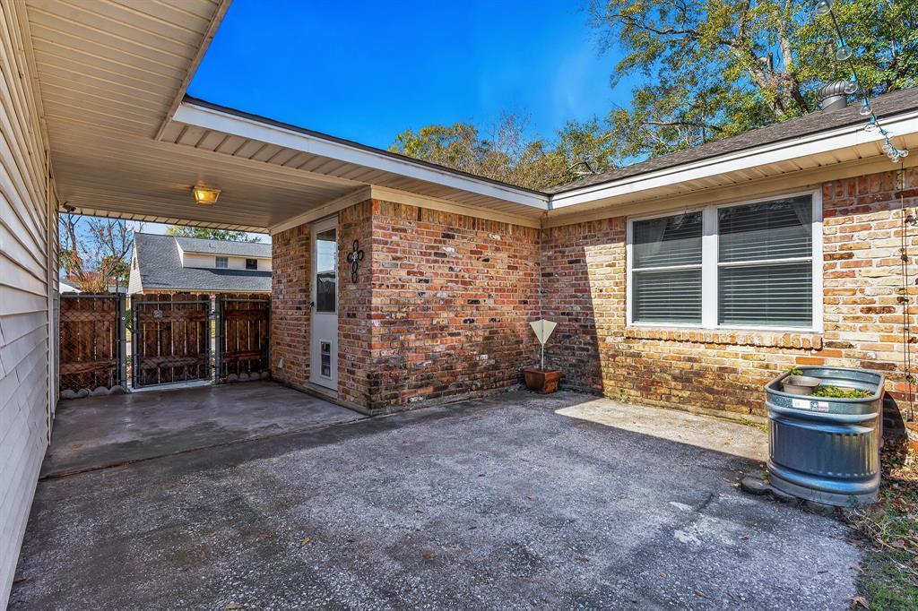 Off Market   10679 Ivyridge Road Houston, TX 77043 24
