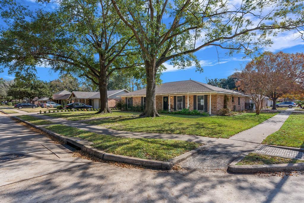 Off Market   10679 Ivyridge Road Houston, TX 77043 4