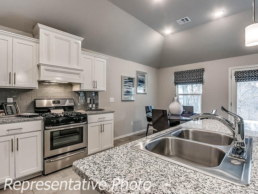 Active | 8744 N 73rd East Place Owasso, OK 74055 11
