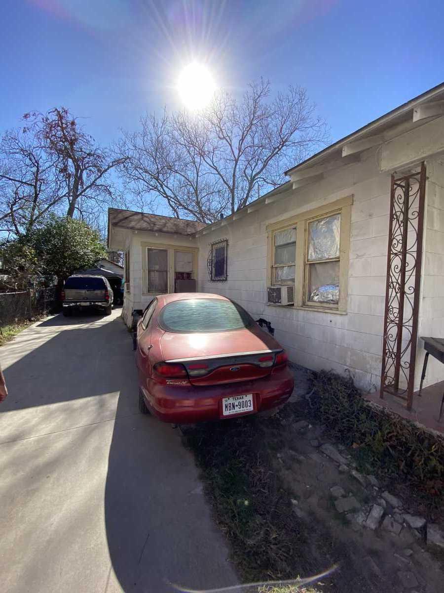 Active | 210 Felisa San Antonio, TX 78210 10