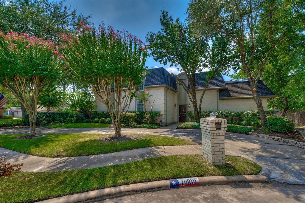 Active | 10810 Vickijohn Court Houston, TX 77071 4