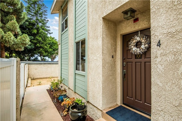 Closed | 211 S Helberta Avenue #4 Redondo Beach, CA 90277 2