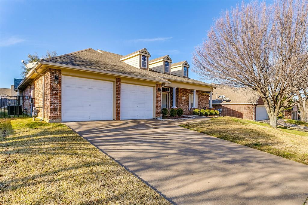Active | 2966 Masters Court Burleson, TX 76028 1