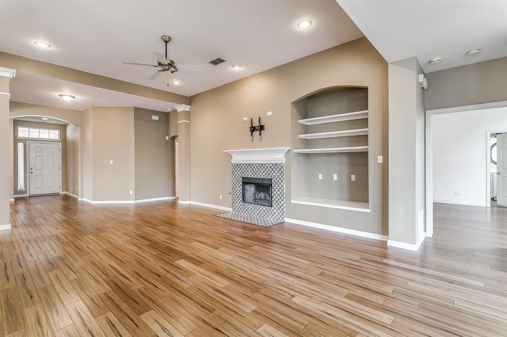 Active | 2966 Masters Court Burleson, TX 76028 12
