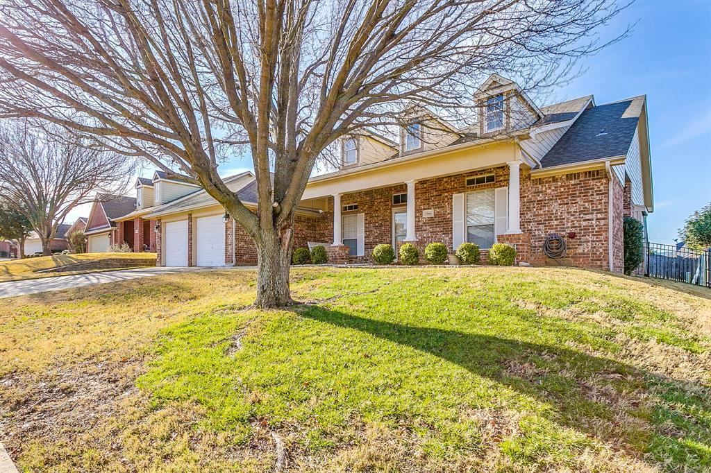 Active | 2966 Masters Court Burleson, TX 76028 2