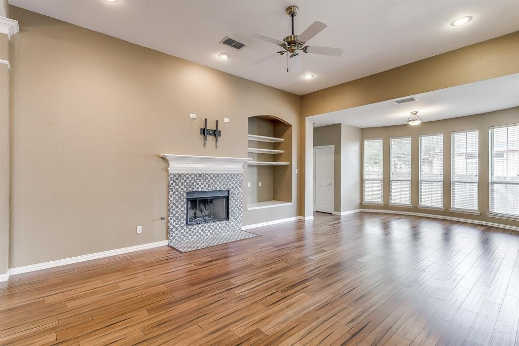 Active | 2966 Masters Court Burleson, TX 76028 9