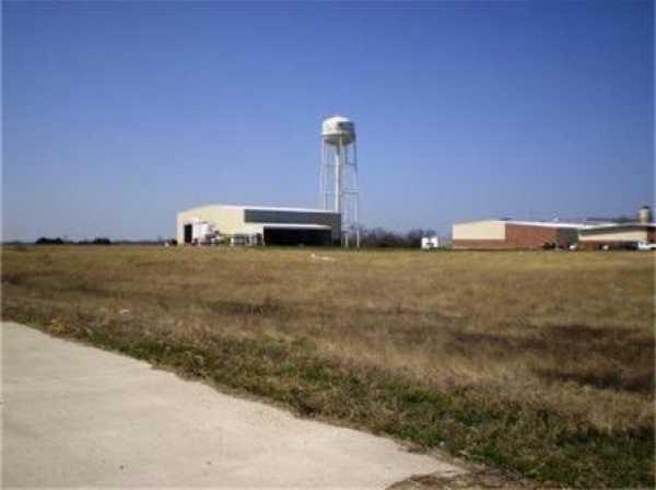 Active   1806 Bob Tedford Drive Farmersville, Texas 75442 10