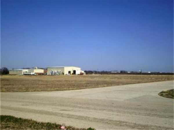 Active   1806 Bob Tedford Drive Farmersville, Texas 75442 4