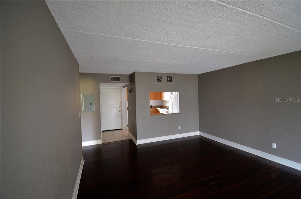 Sold Property | 2845 SOMERSET PARK DRIVE #201 TAMPA, FL 33613 4