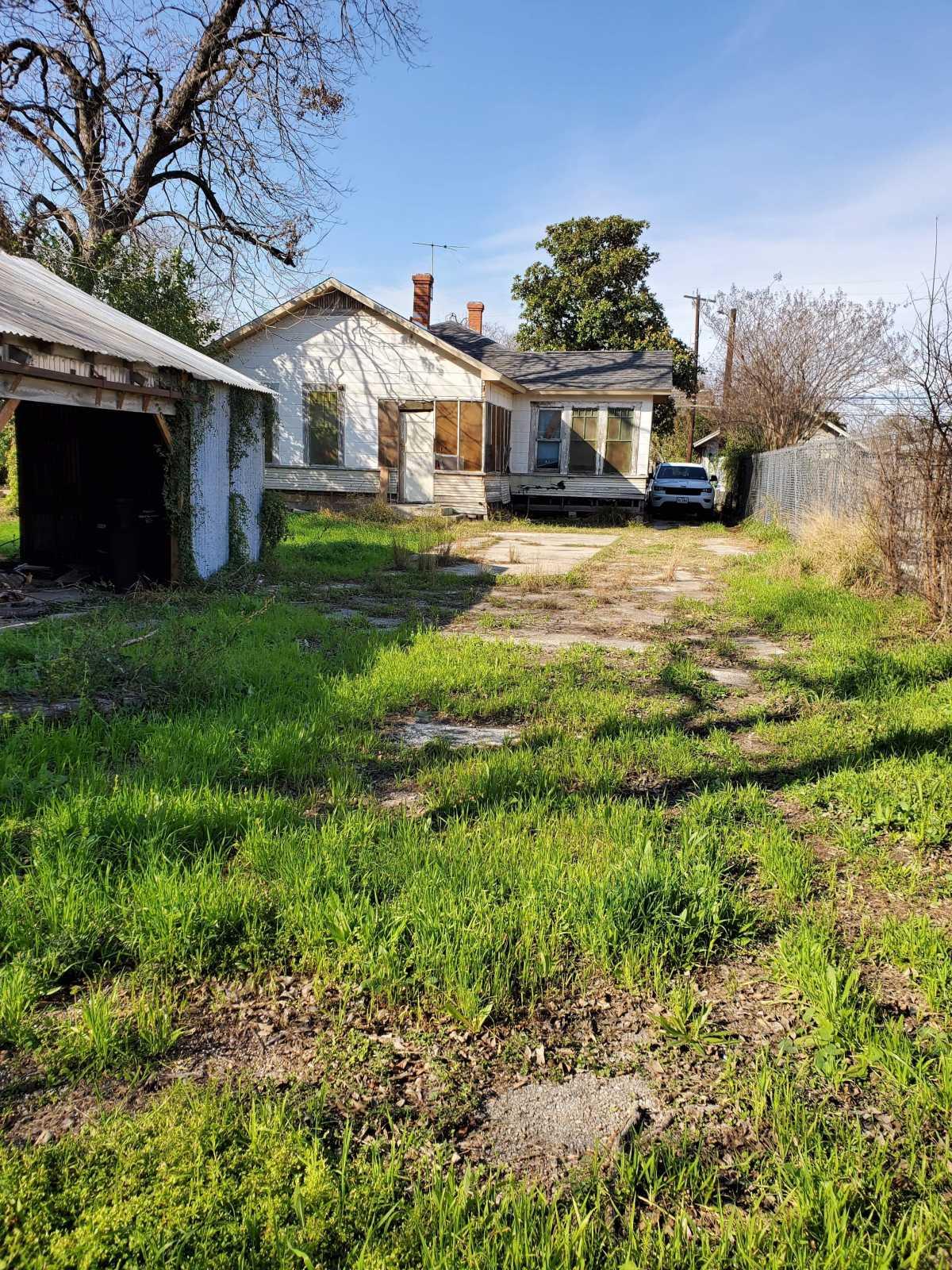 Investment properties in San Antonio   342 E Southcross San Antonio, TX 78214 3