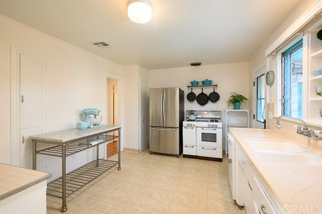 Pending | 1825 260th Street Lomita, CA 90717 11