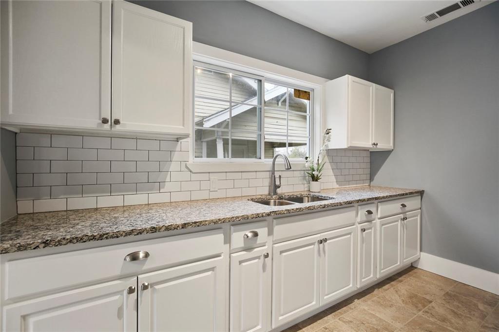 Sold Property | 224 W Clarendon Drive Dallas, Texas 75208 11